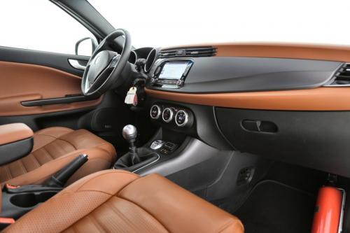 ALFA ROMEO Giulietta Super 2.0 JTDM + GPS + LEDER + AIRCO + CRUISE + PDC + ALU 16 + PANO DAK