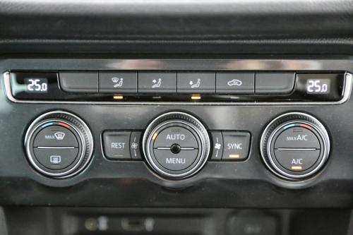 VOLKSWAGEN Tiguan ComfortLine 2.0 TDI SCR150 + GPS + AIRCO + CRUISE + PDC + ALU 17