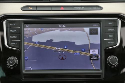 VOLKSWAGEN Passat Variant 1.6 TDI HIGHLINE + GPS + LEDER + CAMERA +PANO DAK + PDC + TREKHAAK + XENON +  ALU 17
