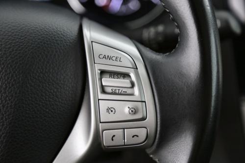 NISSAN Qashqai Connect Edition 1.5 dci + GPS + CRUISE + PDC + CAMERA + PANO DAK + ALU 18