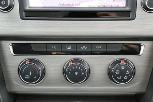 VOLKSWAGEN Passat Variant TrendLine 1.6 TDI + GPS + AIRCO + CRUISE + PDC