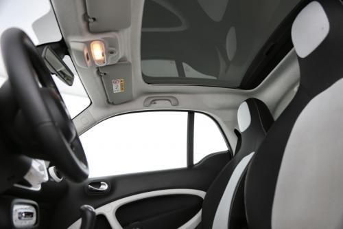 SMART forTwo Coupe 1.0 i + AIRCO + CRUISE + PDC + ALU 16 + PANO DAK