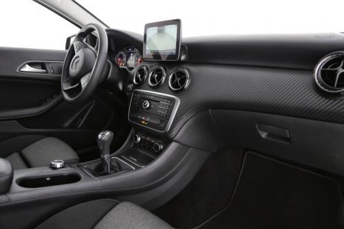 MERCEDES-BENZ GLA 180 Business i + GPS + CARPLAY + CAMERA + LED + ALU 17