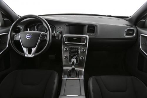 VOLVO V60 CROSS COUNTRY Momentum 2.0 D3 GearTronic + GPS + PDC + CRUISE + ALU 19