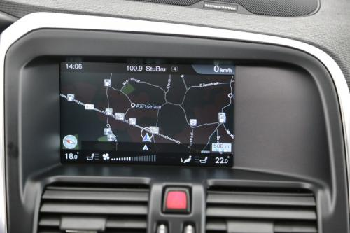VOLVO XC60 Momentum 2.0D3 + GPS + AIRCO + CRUISE + PDC + CAMERA + ALU 17 + TREKHAAK + XENON