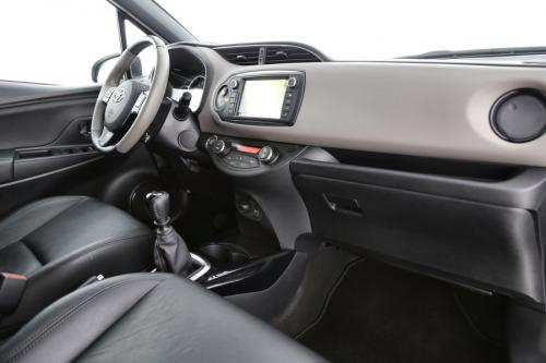 TOYOTA Yaris 1.3 DUAL VVTI-I FULL OPTION + GPS + LEDER + CAMERA