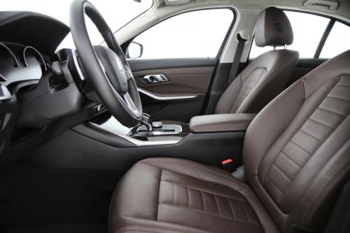 BMW 320 IA LUXURY LINE+ GPS + LEDER + CAMERA + PDC