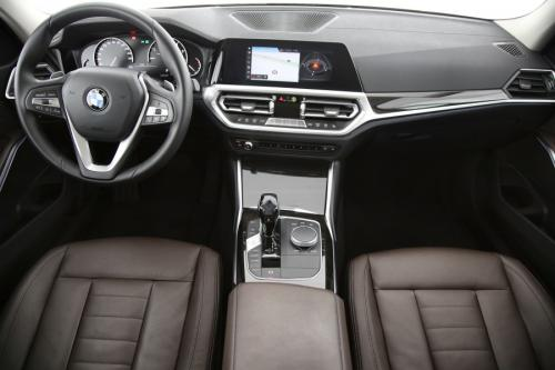 BMW 320 IA LUXURY LINE+ GPS + LEDER + CAMERA + PDC