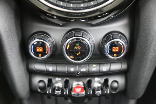 MINI Cooper 1.5i + GPS + PDC