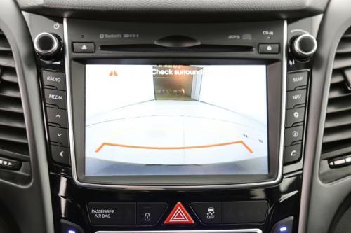 HYUNDAI i30 1.6 CRDI ISG + GPS + CAMERA + PDC + PANO DAK + CRUISE + ALU 17