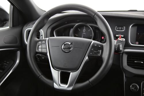 VOLVO V40 CROSS COUNTRY 2.0D3 GearTronic + GPS + LEDER + CAMERA + PDC + CRUISE + ALU 17