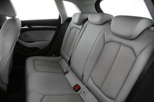 AUDI A3 Sportback Ambiente 1.6 TDI + GPS + PDC + CRUISE + AIRCO + ALU 16