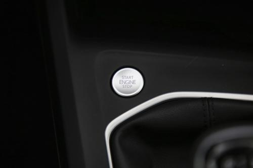 VOLKSWAGEN Golf GOLF 8 1.5 TSI LIFE + CARPLAY + DIGITAL COCKPIT + PDC + LED