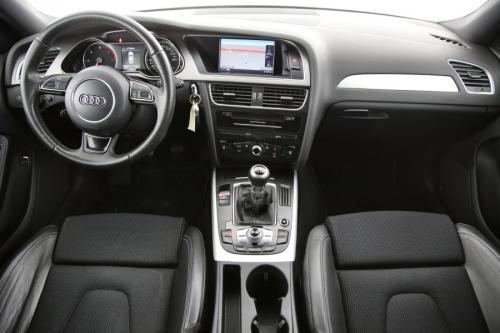 AUDI A4 S-Line + Navigatie + PDC + Cruise Control + Xenon