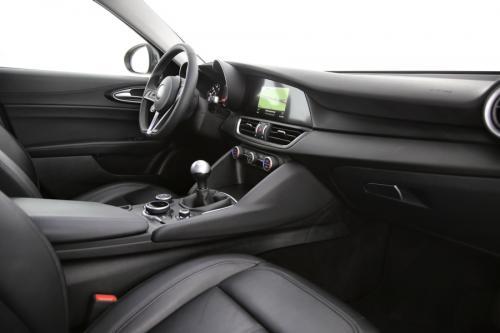 ALFA ROMEO Giulia 2.2 JTDM Super + GPS + LEDER + PDC + CRUISE + ALU 17