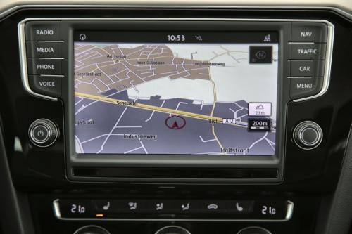 VOLKSWAGEN Passat Variant HighLine 2.0 TDI DSG + GPS + CAMERA + PDC + CRUISE + TREKHAAK + ALU