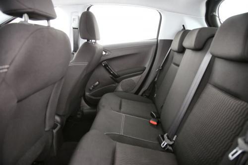 PEUGEOT 208 Active 1.2i PureTech + GPS + CARPLAY + CRUISE + AIRCO + ALU