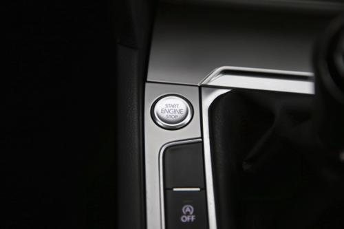 VOLKSWAGEN Passat Variant ComfortLine 1.6 TDI + GPS + CAMERA + PDC + CRUISE + AIRCO + ALU