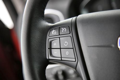 VOLVO V60 Kinetic 2.0D2 + GPS + PDC + CRUISE + AIRCO + ALU 16