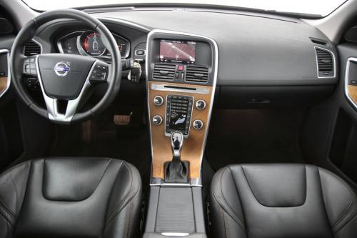 VOLVO XC60 Luxury Edition 2.0D3 GearTronic + GPS + LEDER + CAMERA + PDC + CRUISE + ALU