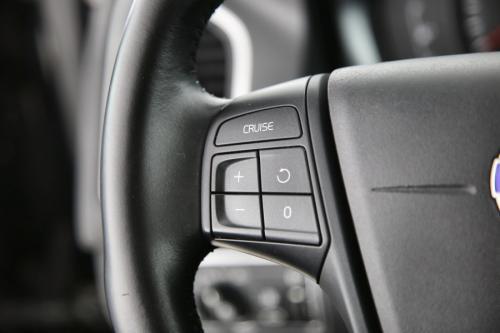 VOLVO XC60 Kinetic 2.0D3 + GPS + PDC + TREKHAAK + CRUISE + AIRCO + ALU 17