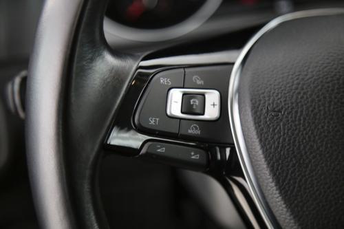 VOLKSWAGEN Golf 1.6 TDI + GPS + PDC