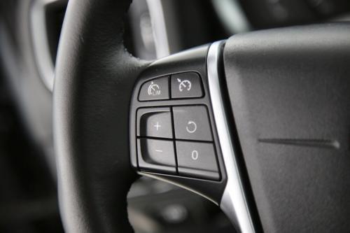 VOLVO V60 CROSS COUNTRY Momentum 2.0D3 + GPS + LEDER + PDC + TREKHAAK + CRUISE + ALU 18