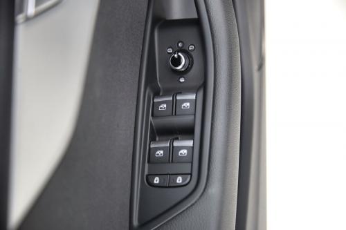 AUDI A4 AVANT NW MODEL 30 TDI S-TRONIC + GPS + CARPLAY + XENON + PDC + ALU 18 S-Line