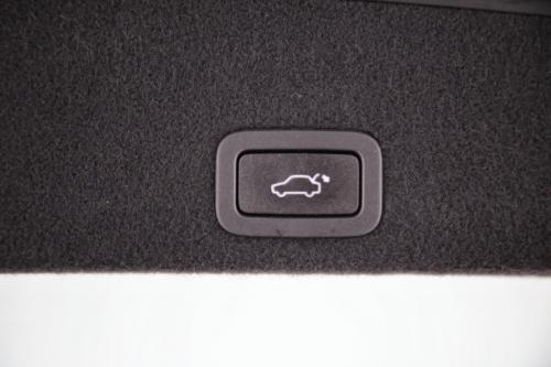 VOLVO XC60  2.0 D3 Kinetic Professional + GPS + LEDER + PDC