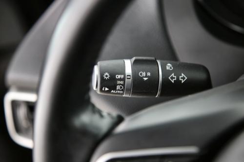 JAGUAR XE PRESTIGE 2.0D + GPS + LEDER + PDC + SCHUIF DAK + AIRCO + ALU 17