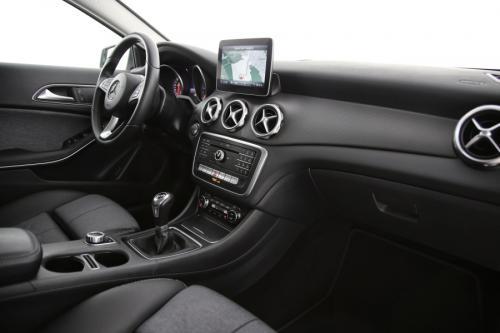 MERCEDES-BENZ GLA 200 D + GPS + CAMERA + PDC + CRUISE + AIRCO + ALU