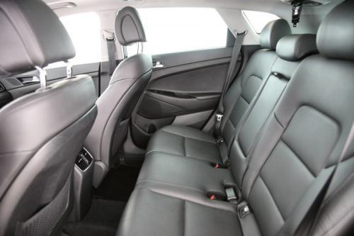 HYUNDAI Tucson EXECUTIVE 2.0 CRDI 4WD + A/T + GPS + LEDER + CAMERA + PANO DAK + PDC + CRUISE + ALU 19 + XENON