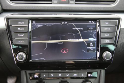 SKODA Superb COMBI AMBITION 1.6 TDI + GPS + CAMERA + PDC + CRUISE + AIRCO + ALU 16