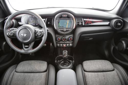 MINI Cooper 5-Door 1.5 IA JCW + GPS + PANO + LED + PDC