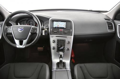 VOLVO XC60 MOMENTUM 2.0D3 GEARTRONIC + GPS + PDC + CRUISE + ALU 17