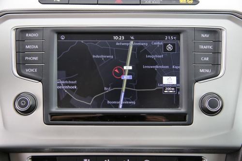 VOLKSWAGEN Passat COMFORTLINE 1.6 TDI DSG + GPS + CAMERA + PDC + CRUISE + ALU 17