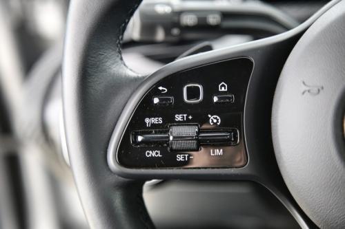 MERCEDES-BENZ A 200 BUSINESS SOLUTION DA 8G-DCT + GPS + CAMERA + PDC + CRUISE + ALU 16