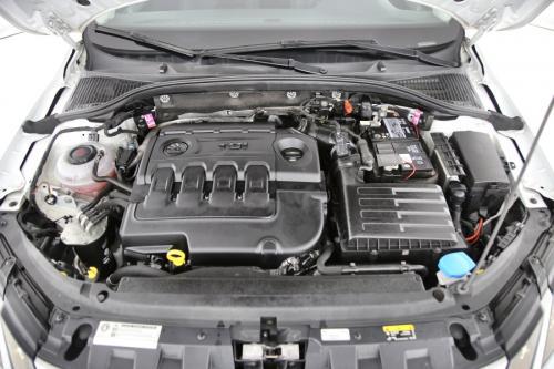 SKODA Octavia COMBI AMBITION 1.6 TDI GREENTEC + GPS + PDC + CRUISE + APPLE CARPLAY + ALU 16