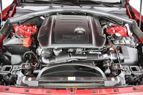 JAGUAR F-Pace R-SPORT 4X4 2.0D AWD + A/T + GPS + LEDER + PDC + PANO DAK + CRUISE + ALU 19