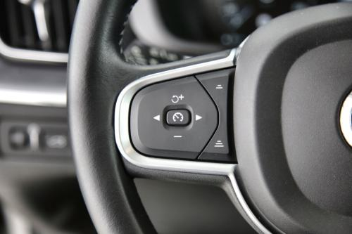 VOLVO XC60 MOMENTUM 2.0 T8 TE 303 TWE AWD GEARTRONIC + GPS + LEDER + CAMERA + PANO DAK + CRUISE + PDC + ALU 18