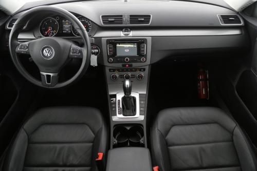 VOLKSWAGEN Passat 1.6 TDI AUTOMAAT + GPS + LEDER + CRUISE + PDC